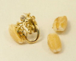 18ct Yellow Gold with a 1 point Diamond Sprider and leaf Stud photograph with a gain of wheat.
